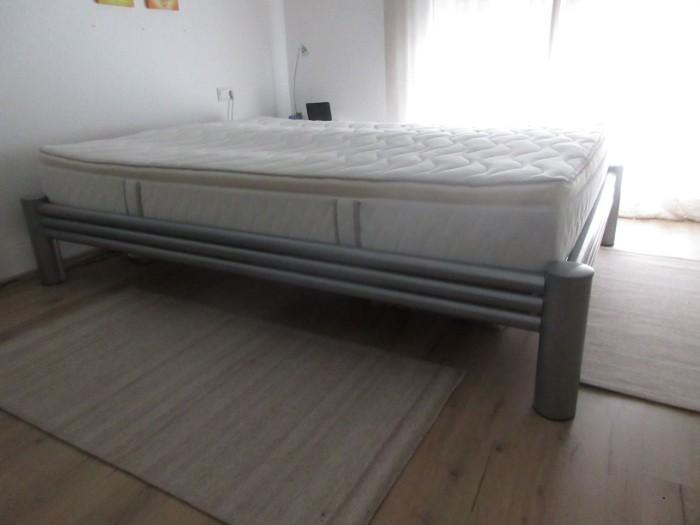 Verschenke Bett mit Matraze an Selbstabholer