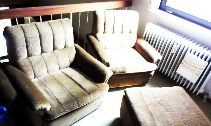 Stabile, kaum gebrauchte Möbel aller Art