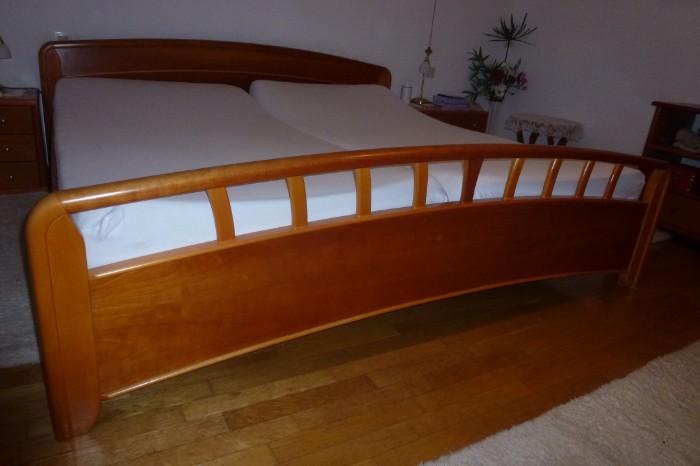 Doppelbett in Kirsch zu verkaufen