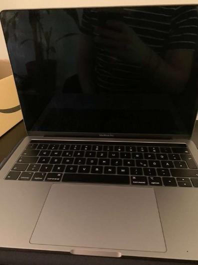 AppleMacBookPro 13 2019 Touchbar