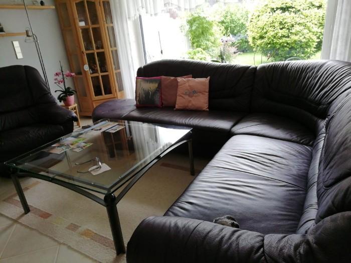 Wohnzimmercouch, Sessel, Glastisch