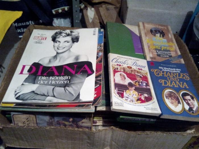 Lady Diana-Sammlung, Clippings, Hefte, Bücher